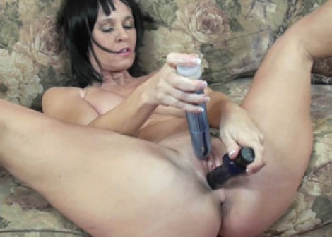 Melissa Swallows fucks her pussy with toys