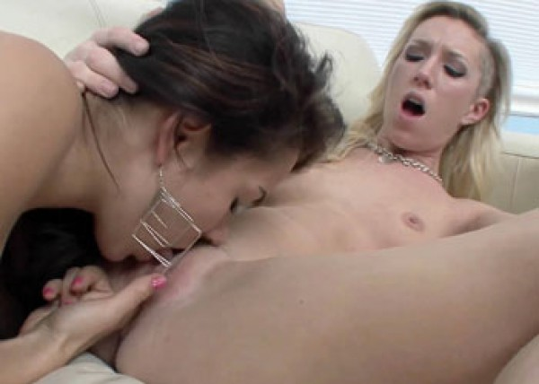 Rachel Rogers seduces a raunchy blonde