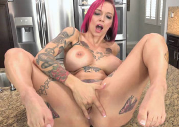 Anna Bell's masturbating in the kitchen