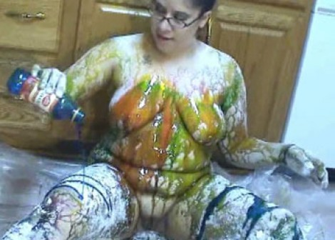 Latina plumper LuLu gets messy